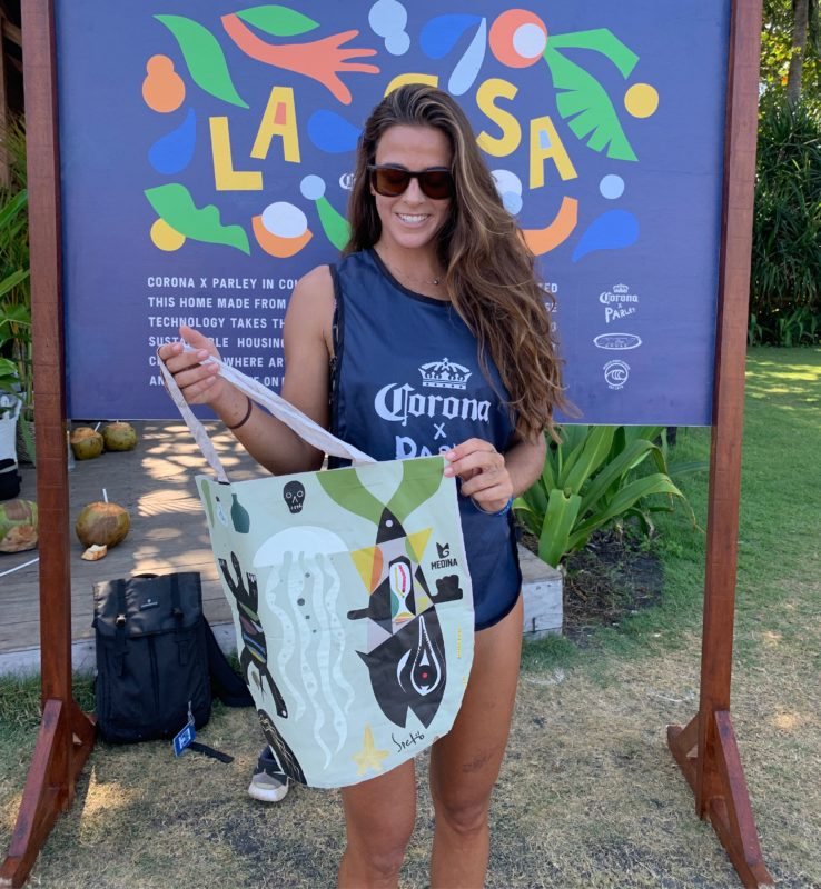 Claudia Goncalves and the recycled plastic beach bag