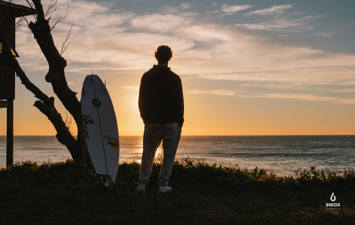 Jordy-Smith-Sunset-with-surfboard