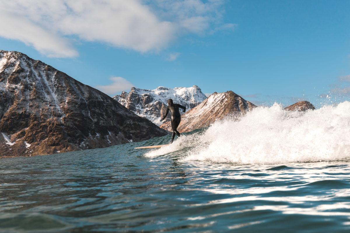 Lena Stoffel longboarding surfing in Norway